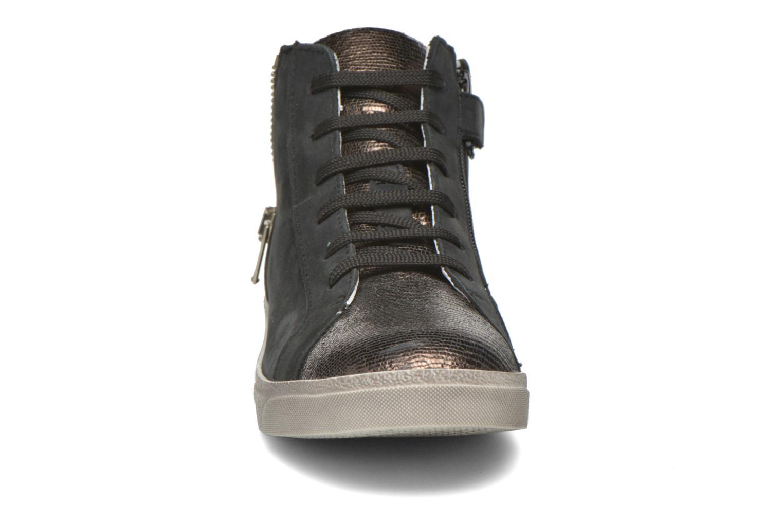 Sneaker Achile Carla schwarz schuhe getragen