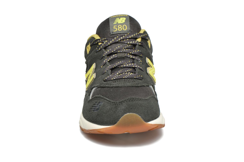 Baskets New Balance KL580 J Vert vue portées chaussures