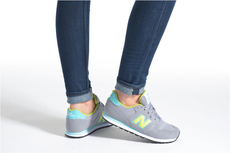 Sneaker New Balance KJ373 J grau ansicht von unten / tasche getragen