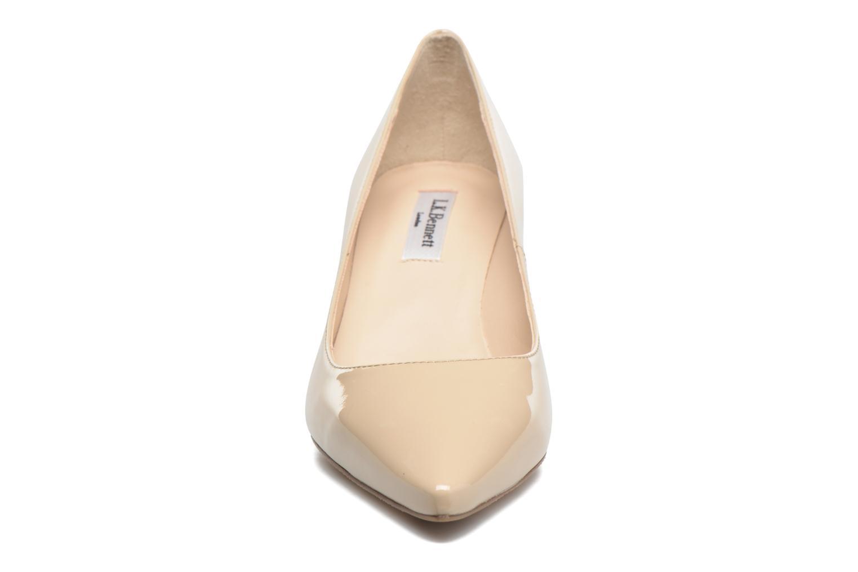 Zapatos de tacón L.K. Bennett Florida Beige vista del modelo