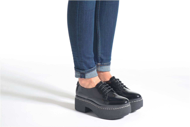 Chaussures à lacets Opening Ceremony RIYAL Noir vue bas / vue portée sac