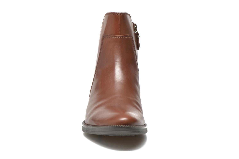 Bottines et boots Geox D MENDI ST A D6490A Marron vue portées chaussures