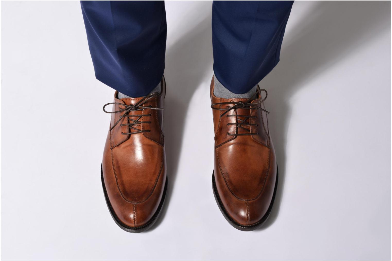 Chaussures à lacets Marvin&Co Newcastle Marron vue bas / vue portée sac