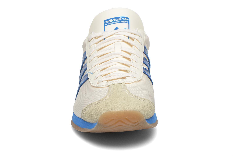 Baskets Adidas Originals Country Og Blanc vue portées chaussures