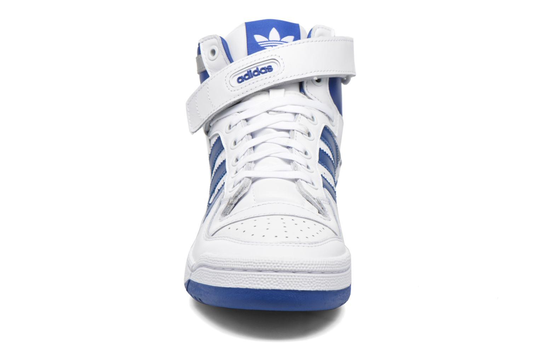 Baskets Adidas Originals Forum Mid Refined Blanc vue portées chaussures