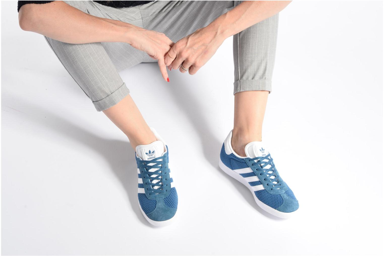 Baskets Adidas Originals Gazelle W Vert vue bas / vue portée sac