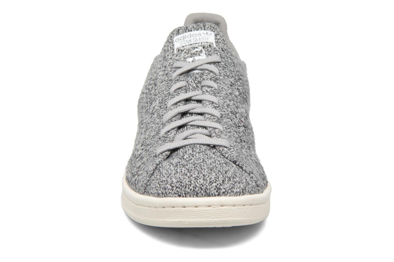 Baskets Adidas Originals Stan Smith Pk Gris vue portées chaussures