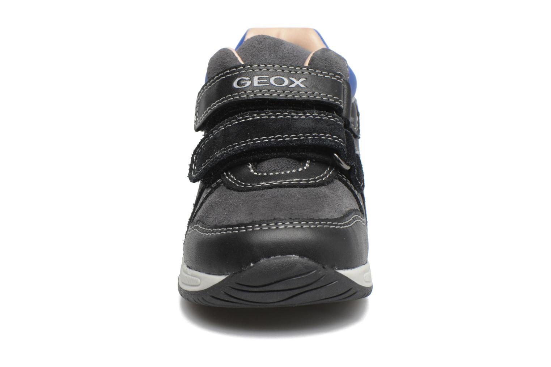 Sneakers Geox B Rishon B. A B640RA Azzurro modello indossato