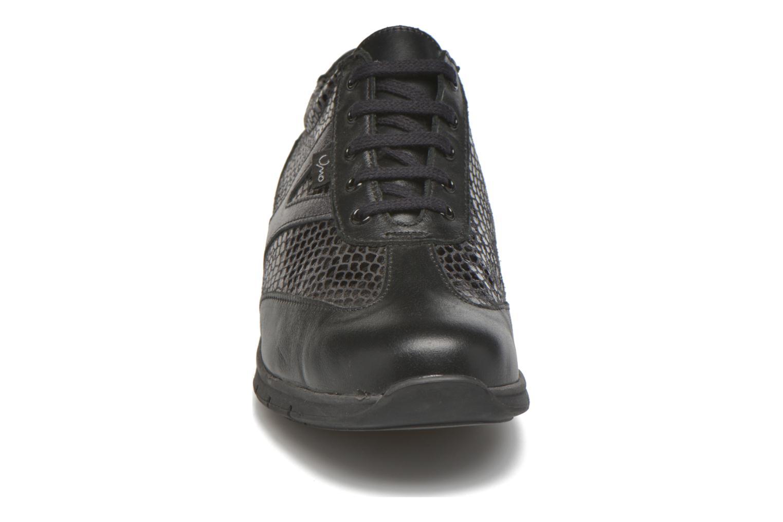 Sneakers UMO Confort Daphne Nero modello indossato