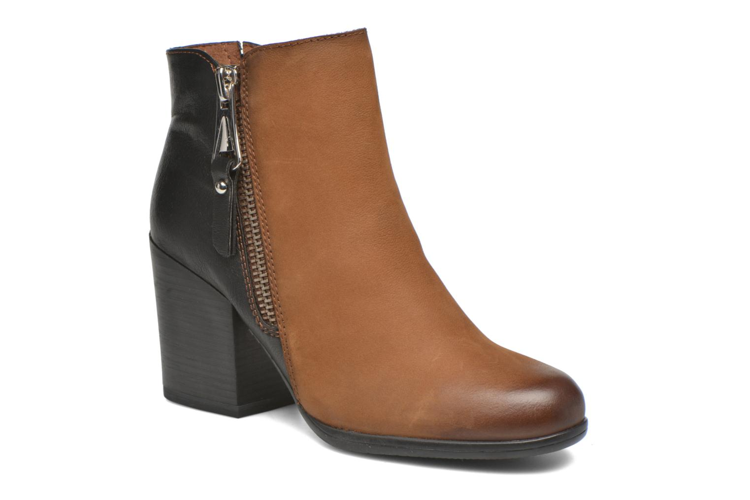 Ankle boots Tamaris Russelia Brown detailed view/ Pair view