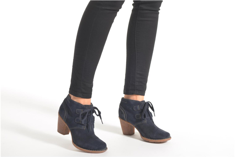 Bottines et boots Clarks Carleta Lyon Bleu vue bas / vue portée sac
