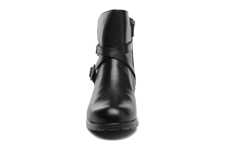 Bottines et boots Clarks CheshuntBe GTX Noir vue portées chaussures