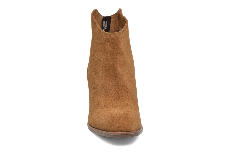 Bottines et boots Clarks Lora Lana Marron vue portées chaussures