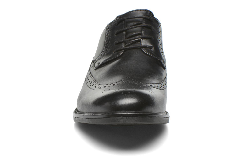 Zapatos con cordones Clarks Beckfield Limit Negro vista del modelo