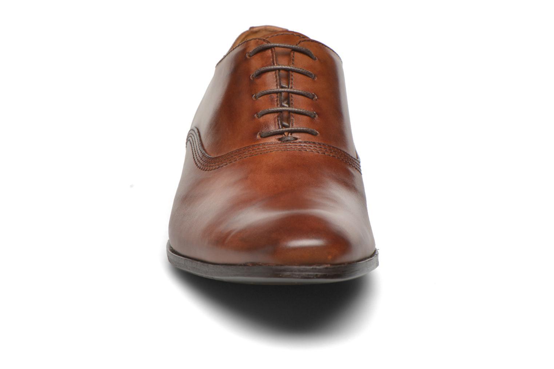 Scarpe con lacci Marvin&Co Newry Marrone modello indossato