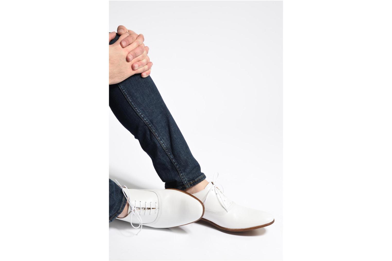 Schnürschuhe Marvin&Co Newry weiß ansicht von unten / tasche getragen