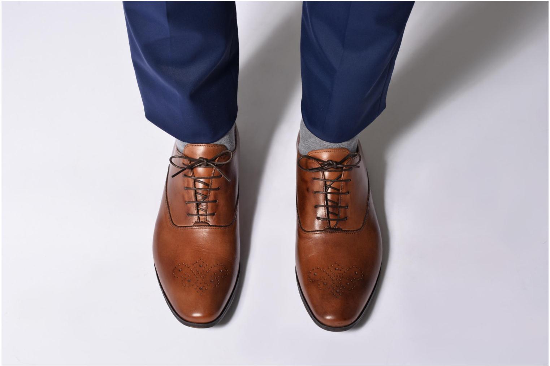 Schnürschuhe Marvin&Co Newmilton schwarz ansicht von unten / tasche getragen