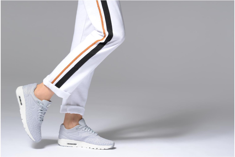 Sneaker Nike Nike W Air Max 1 Ultra Plush grau ansicht von unten / tasche getragen
