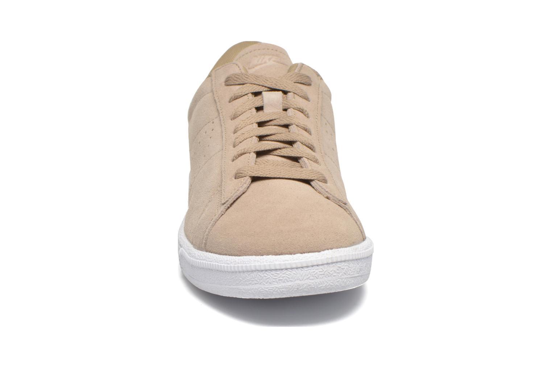 Baskets Nike Tennis Classic Cs Suede Beige vue portées chaussures