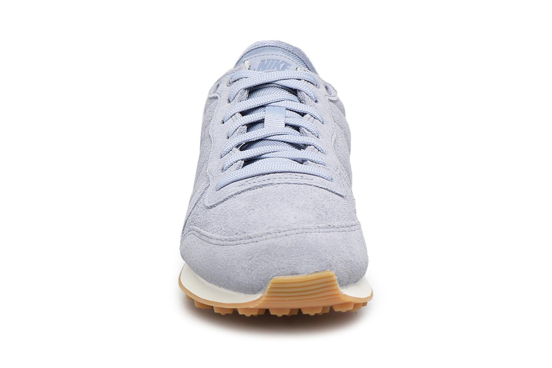 Baskets Nike W Internationalist Se Bleu vue portées chaussures