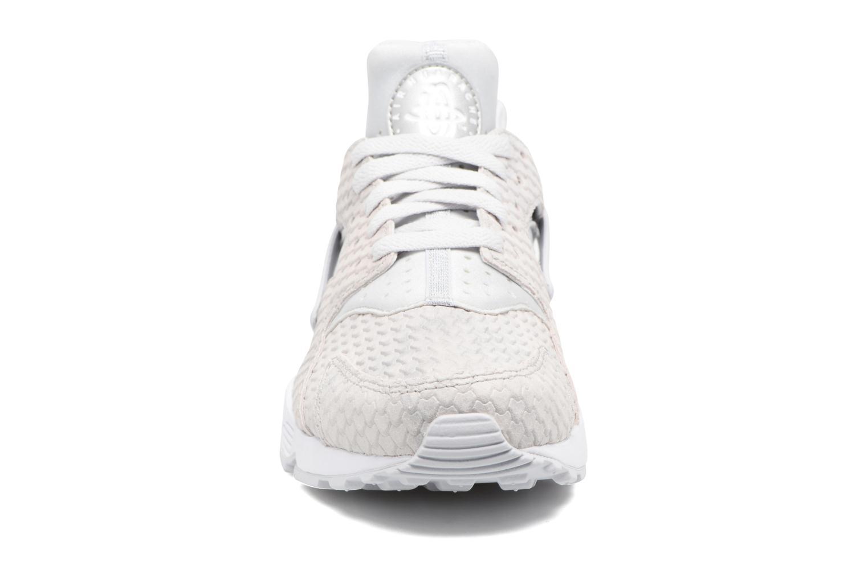 Baskets Nike Wmns Air Huarache Run Prm Blanc vue portées chaussures