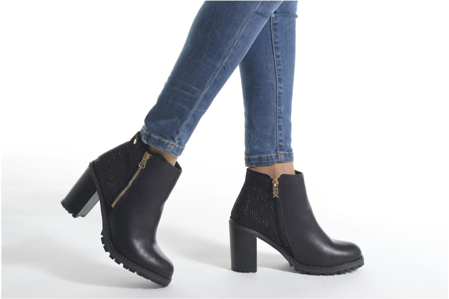 Ankle boots Xti Louxy-46066 Black view from underneath / model view