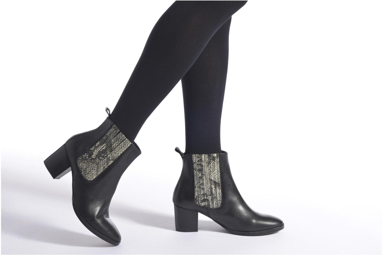Stiefeletten & Boots Georgia Rose Galea schwarz ansicht von unten / tasche getragen
