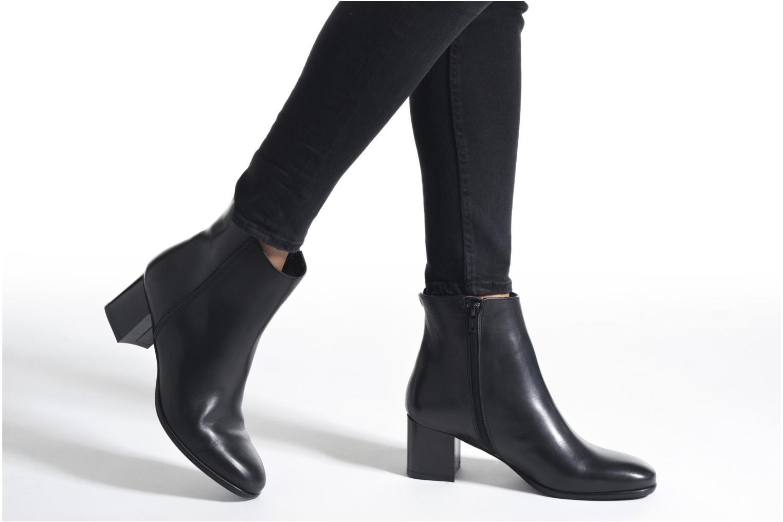 Stiefeletten & Boots Minelli Golka schwarz ansicht von unten / tasche getragen