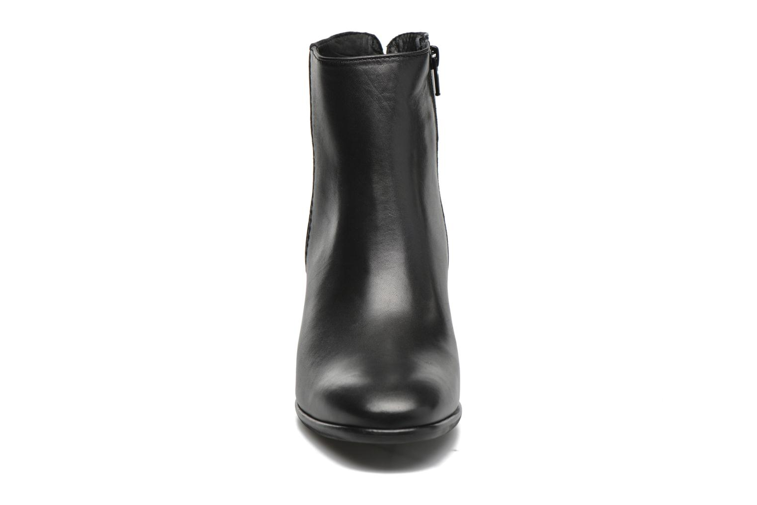 Ankle boots Minelli Golka Black model view