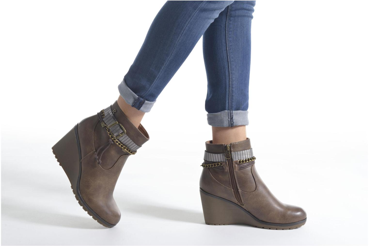 Ankle boots Refresh Fiona 62170 Brown view from underneath / model view