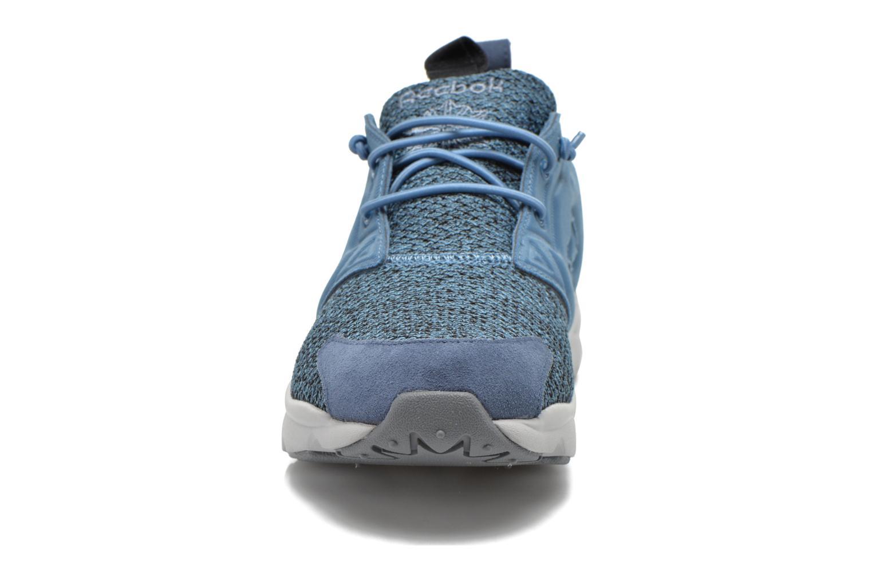 Sneakers Reebok Furylite Gw Azzurro modello indossato