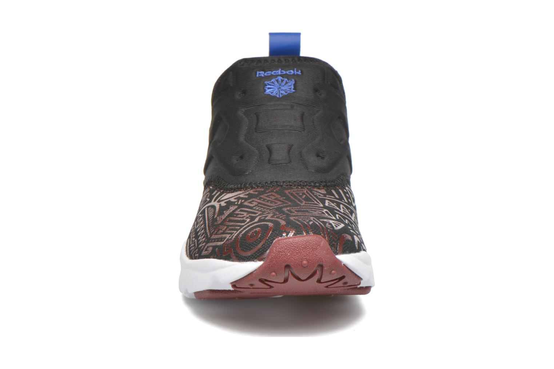 Baskets Reebok Furylite Slip On Afr Noir vue portées chaussures