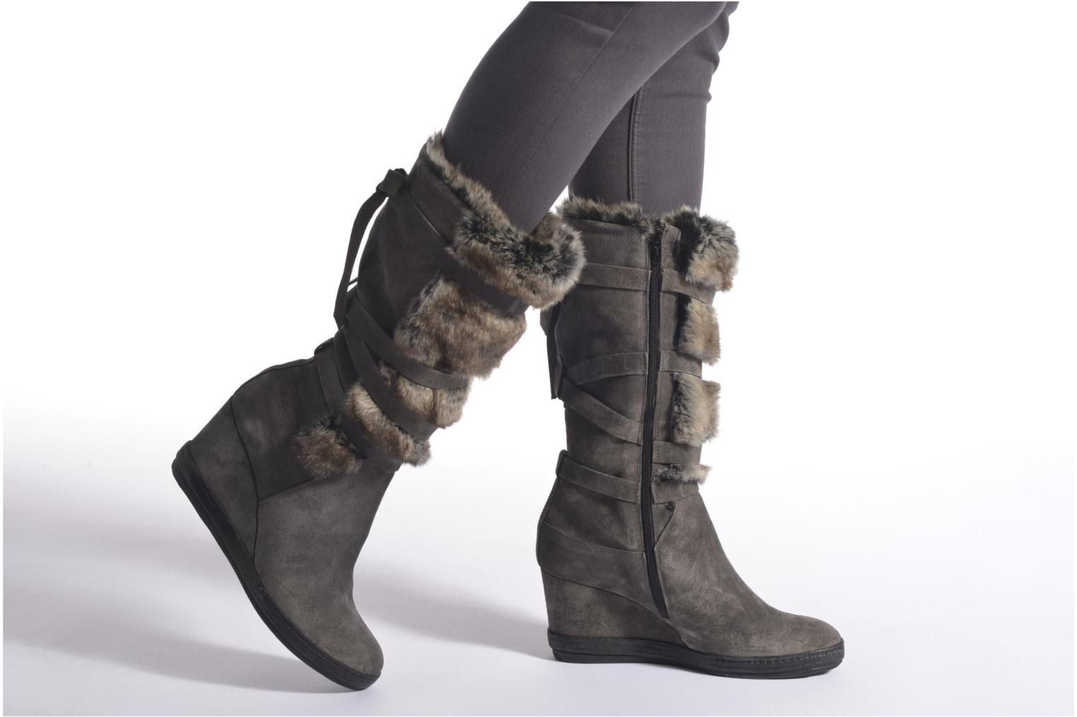 Boots & wellies Khrio Camilia Grey view from underneath / model view