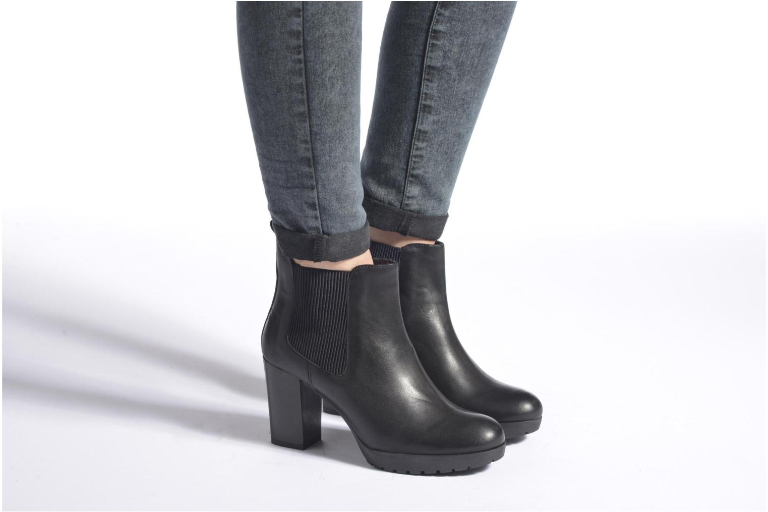 Ankle boots Georgia Rose Anateau Black view from underneath / model view