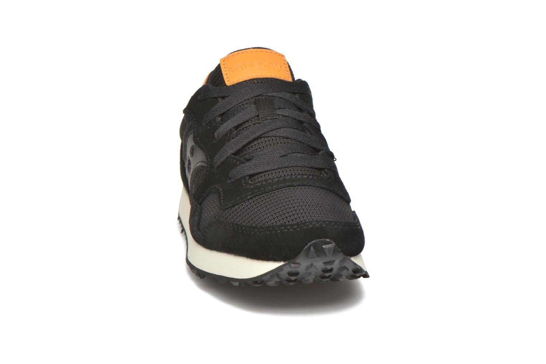 Baskets Saucony DXN Trainer W Noir vue portées chaussures