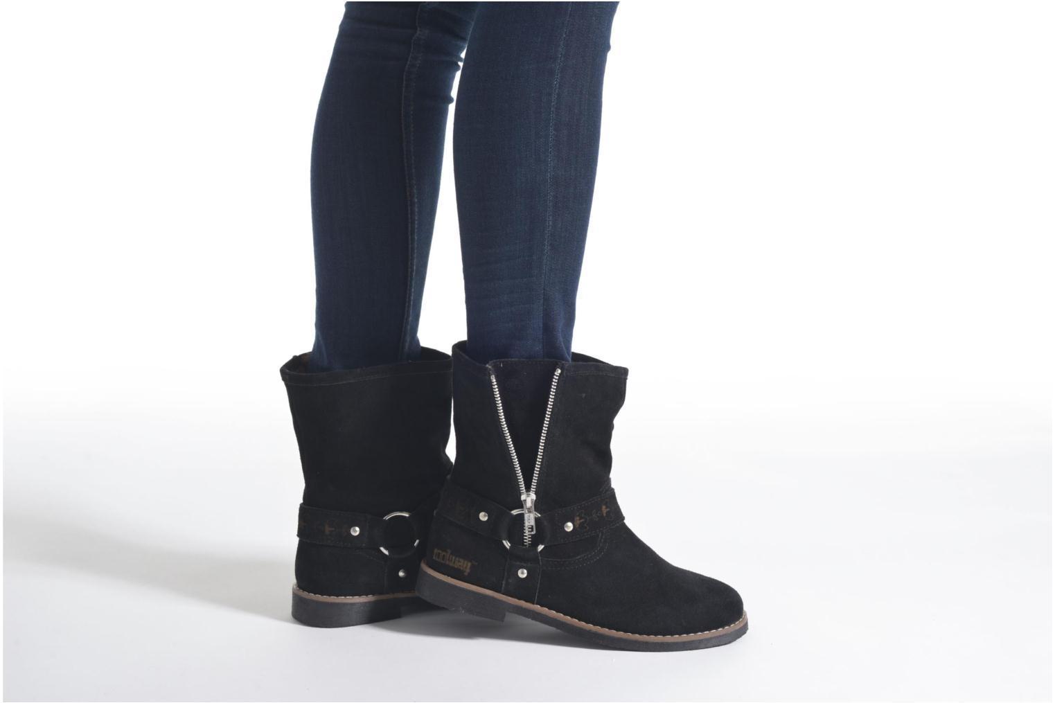 Ankle boots Coolway Betusta Brown view from underneath / model view