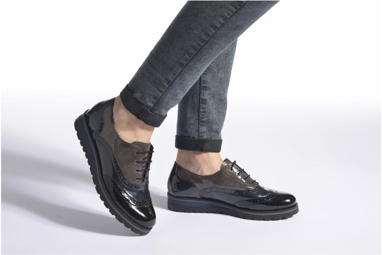 Chaussures à lacets Remonte Alix R1901 Noir vue bas / vue portée sac