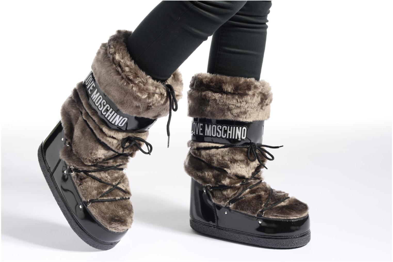 Stiefel Love Moschino Moonlove braun ansicht von unten / tasche getragen
