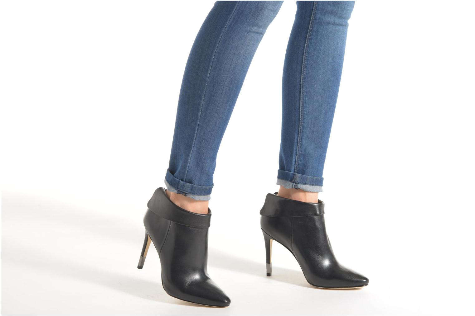 Ankle boots Guess Vena Black view from underneath / model view