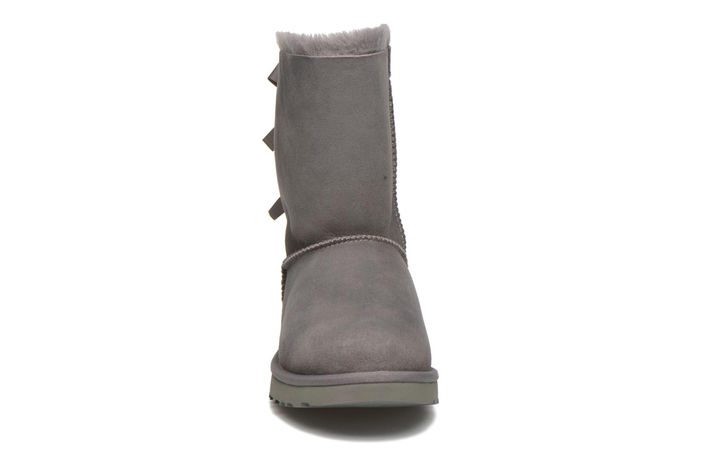 Stiefeletten & Boots UGG Bailey Bow II grau schuhe getragen