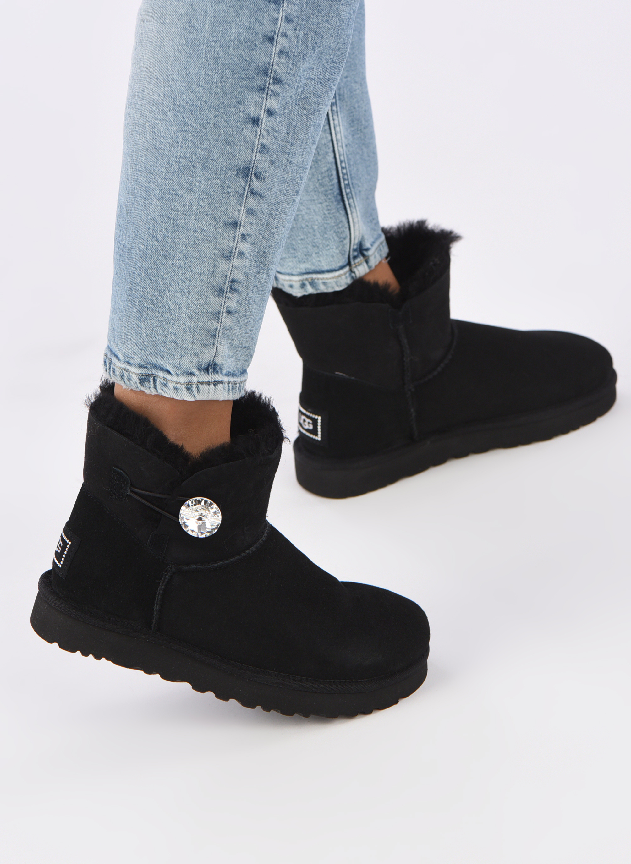 Bottines et boots UGG W Mini Bailey Button Bling Noir vue bas / vue portée sac
