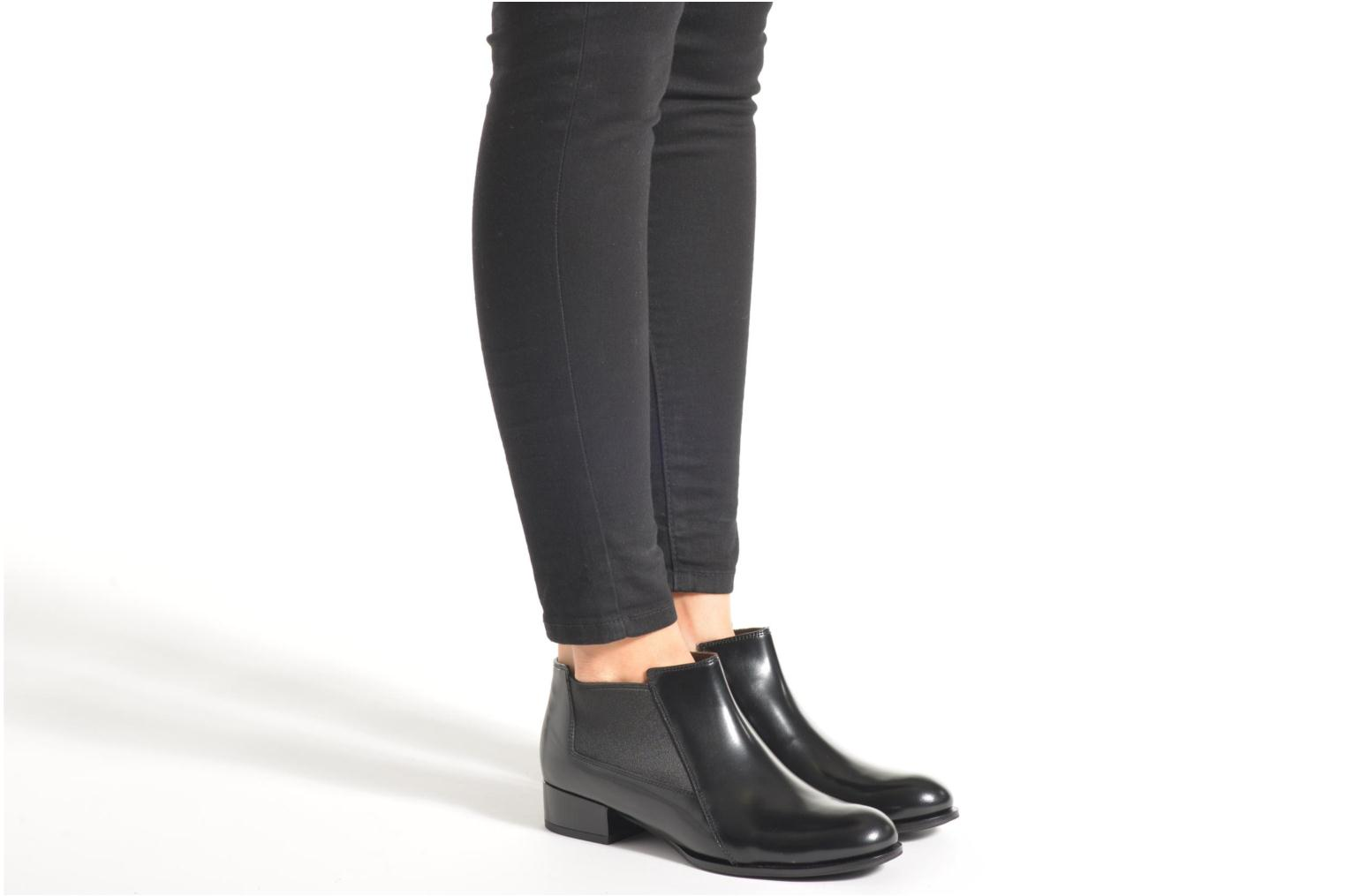 Ankle boots What For Sriso Black view from underneath / model view