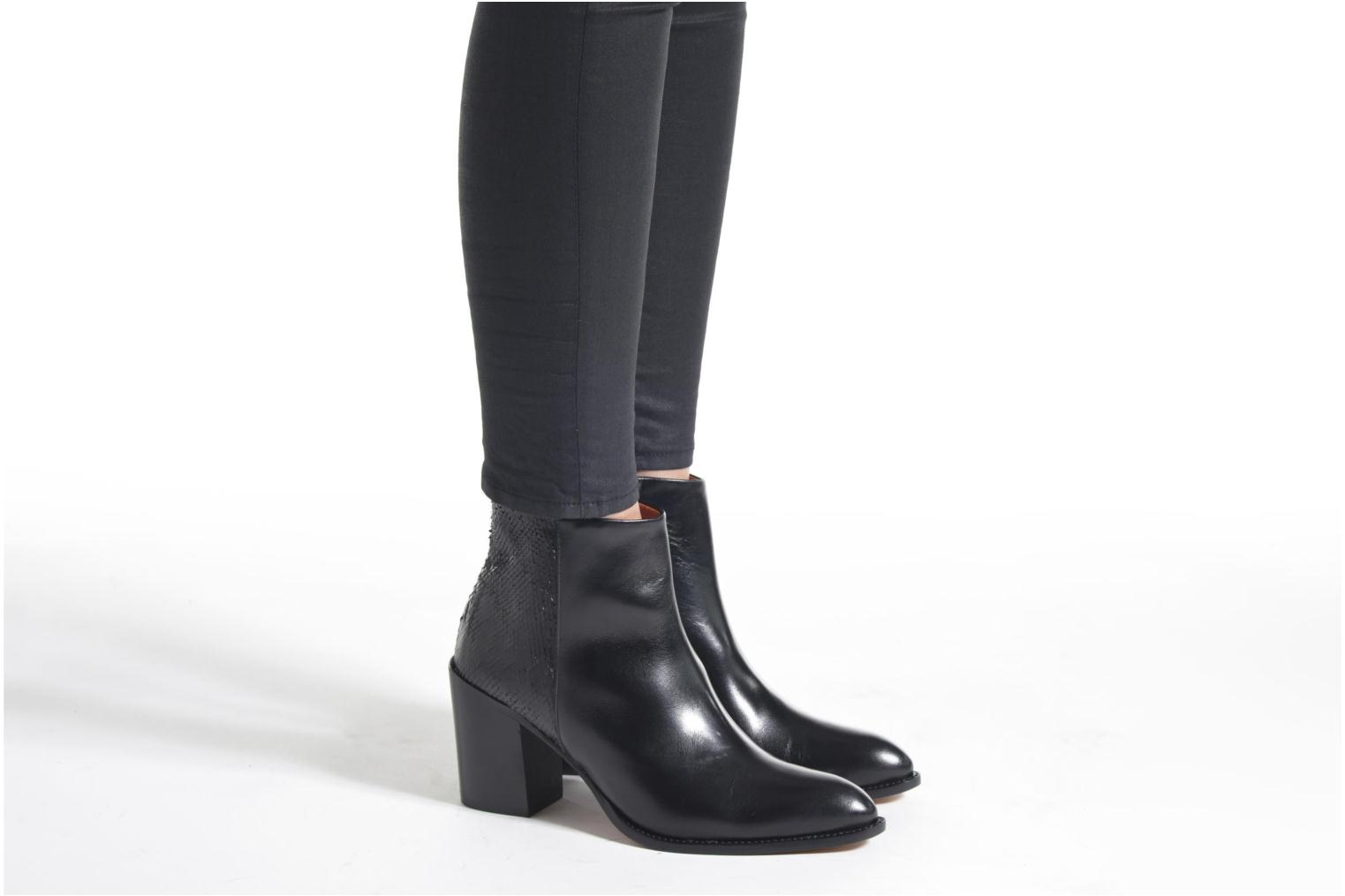 Ankle boots Elizabeth Stuart Java 115 Black view from underneath / model view