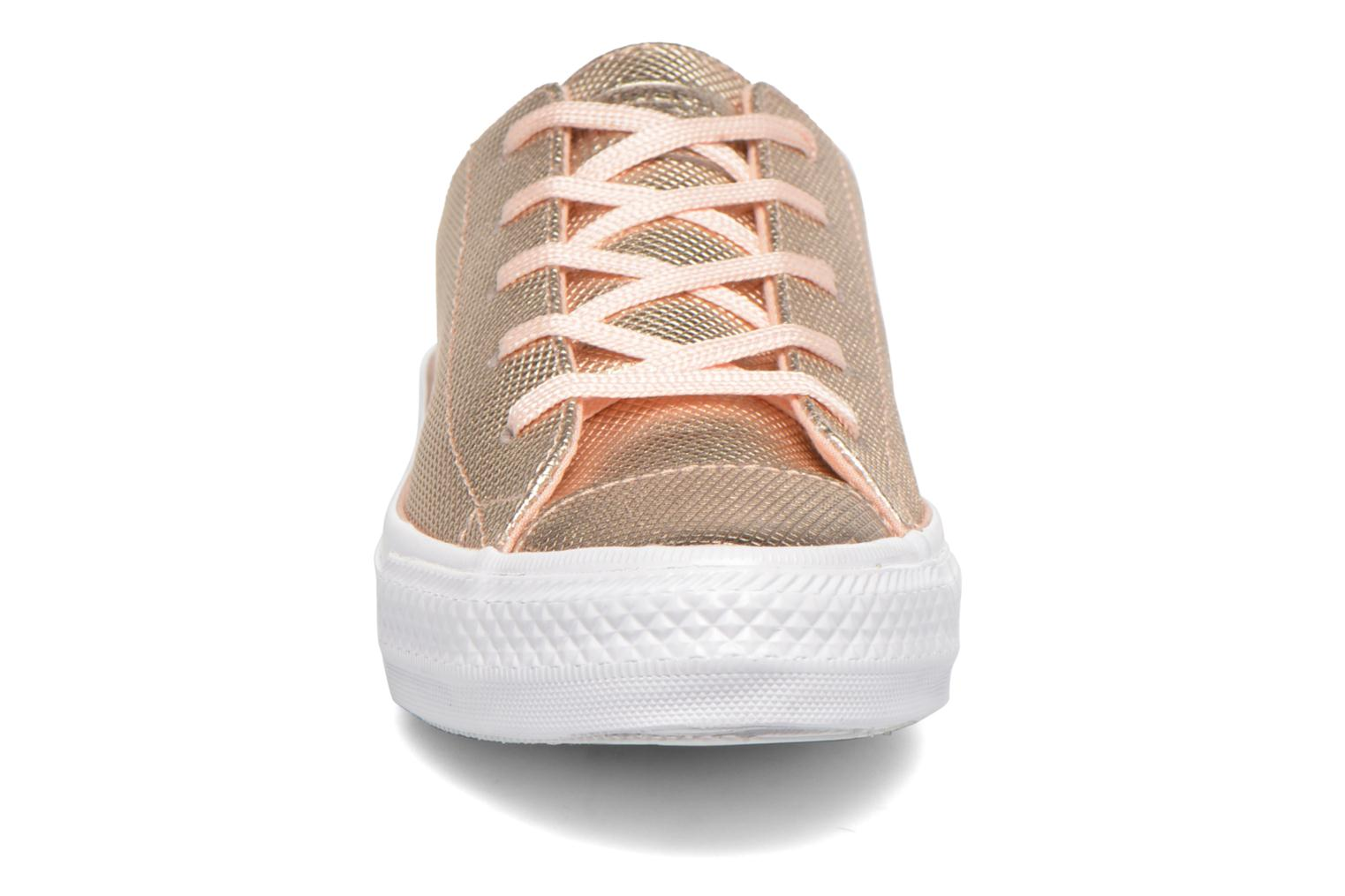 Baskets Converse Ctas Gemma Diamond Foil Leather Ox Rose vue portées chaussures