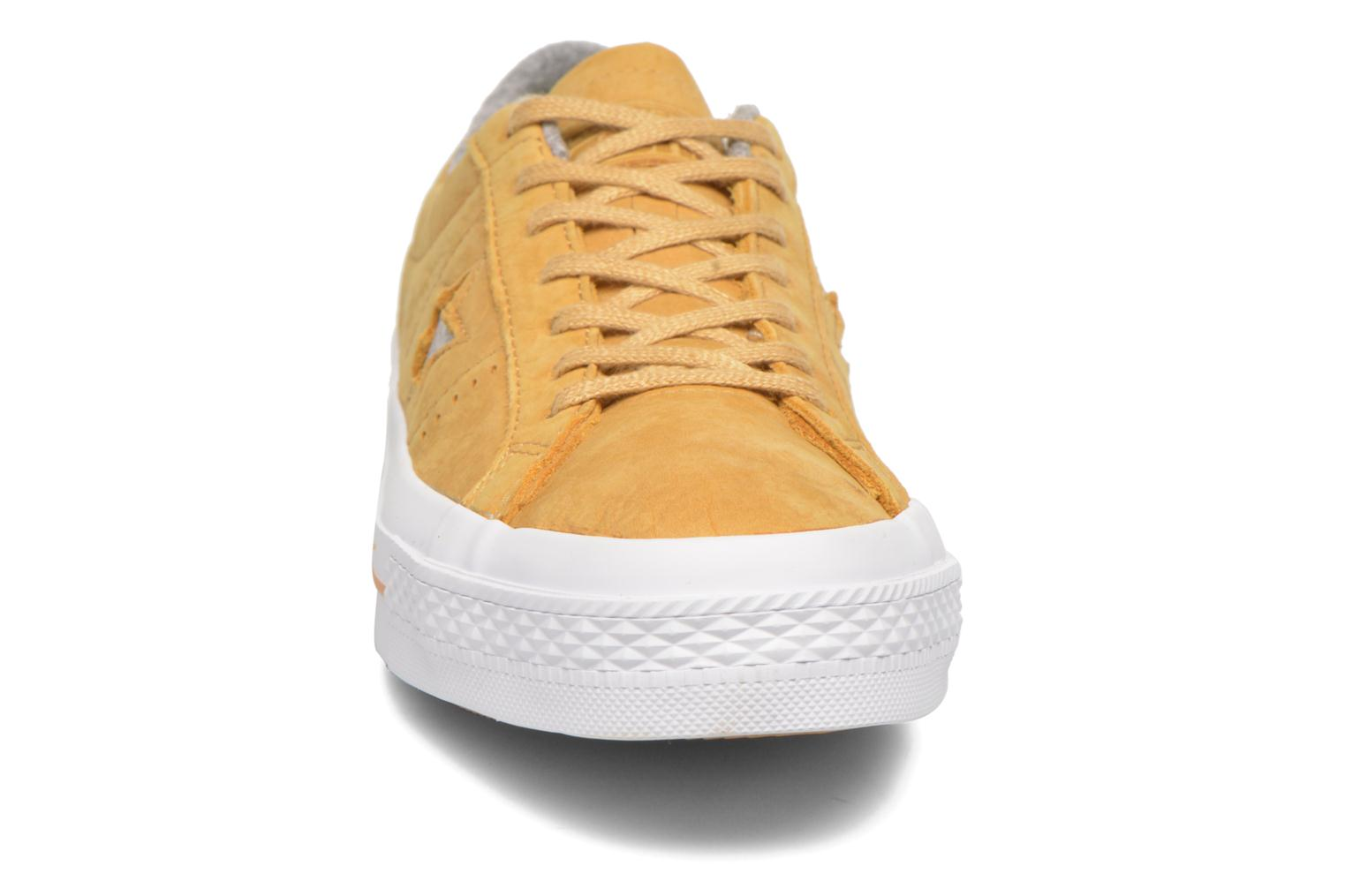 Trainers Converse One Star Nubuck Ox M Yellow model view