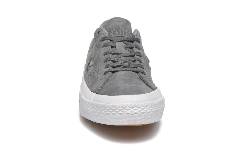 Baskets Converse One Star Nubuck Ox M Gris vue portées chaussures