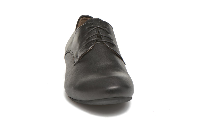 Scarpe con lacci Think! Guad 83290 Nero modello indossato