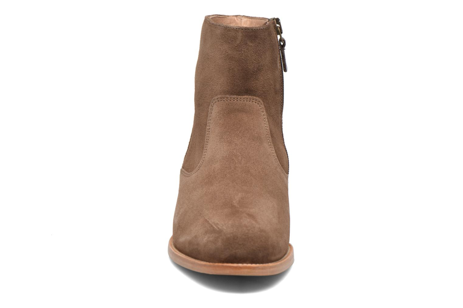 Ankle boots Bensimon Boots croute velours plate Brown model view