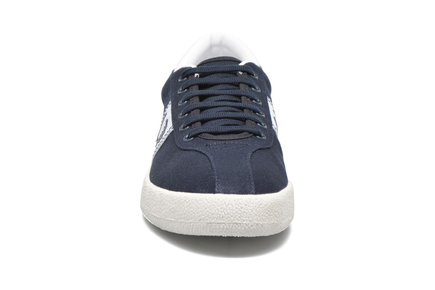 Baskets Fred Perry Other Canvas Bleu vue portées chaussures