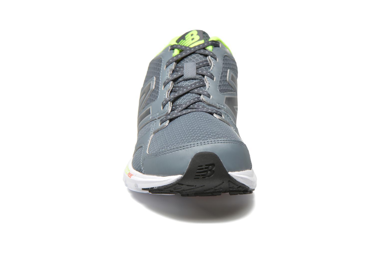 Chaussures de sport New Balance M490 D V3 Gris vue portées chaussures